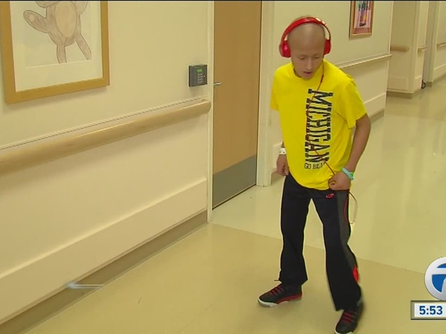 Kid_with_cancer_dances_to_Michael_Jackso_0_38975453_ver1.0_640_480