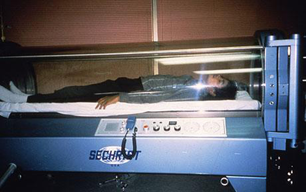 Expositions diverses  - Page 2 Michael_jackson_hyperbaric_chamber_oxygen