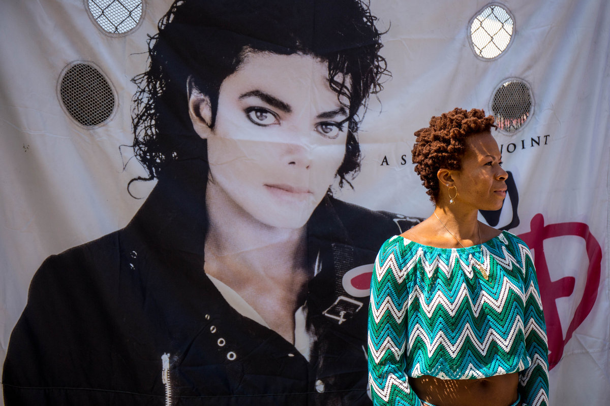 Hommages divers à  MJ.......... - Page 7 Cce41bd37spike-7-jpg-web_gallery