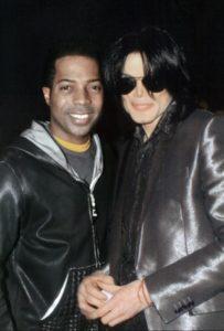 Témoignages de gens qui ont côtoyé ou rencontré Michael. Artistes, des gens qui ont travaillé avec lui, ou pour lui, des amis, de gens de sa famille etc... - Page 21 Phoenix-1-203x300