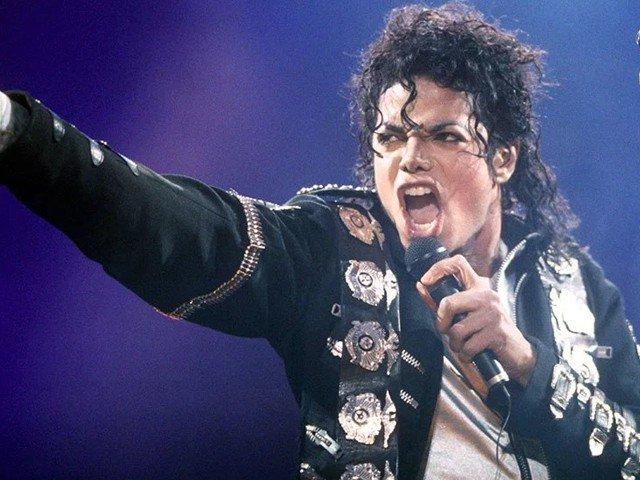 Michael Jackson gagne plus après la mort 1790609-mj_cover_variety-1535543538-678-640x480