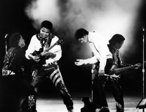 L'argent de Michael Jackson, oublié depuis 34 ans, financera les bourses de musique de Jacksonville 24327638E