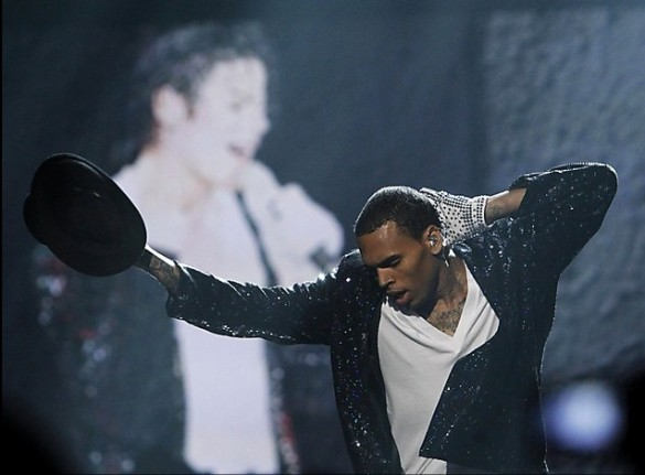 "Chris Brown Samples Michael Jackson dans New Song ""Had To Do It ... Désolé DJ Khaled"" Cb-mj"