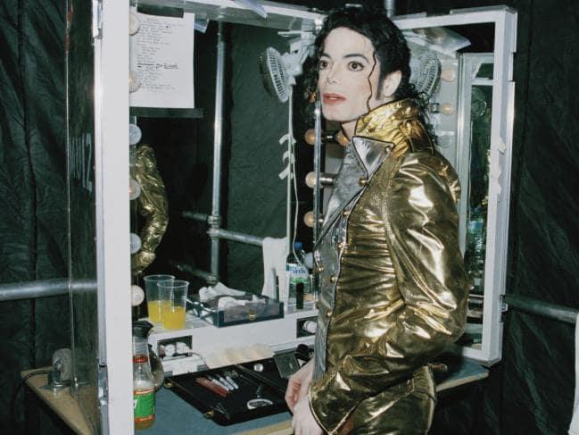 Témoignages de gens qui ont côtoyé ou rencontré Michael. Artistes, des gens qui ont travaillé avec lui, ou pour lui, des amis, de gens de sa famille etc... - Page 21 Photo9