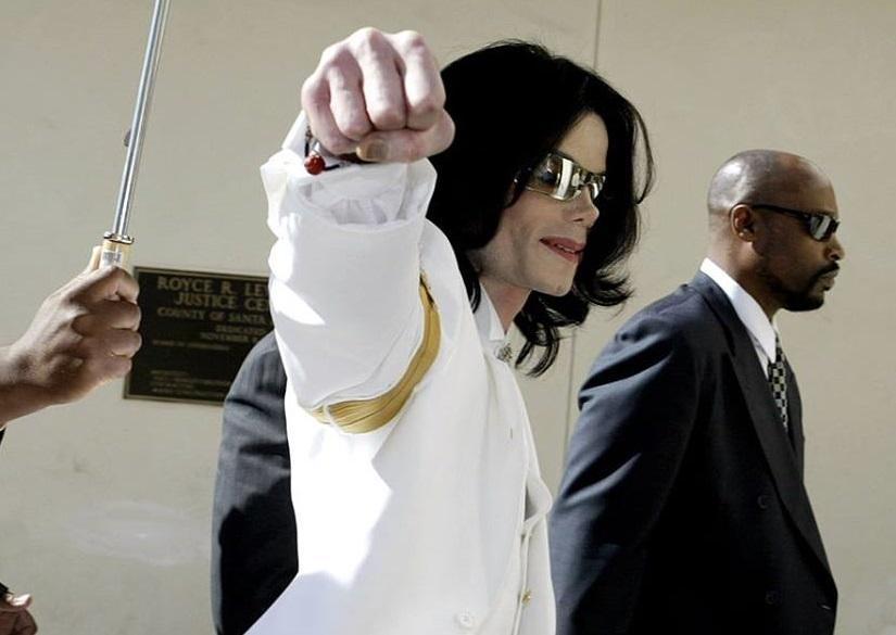 Taj Jackson veut réaliser une série de documentaires pour démontrer la non culpabilité de son oncle Michael. Campagne gofundme.  Fist