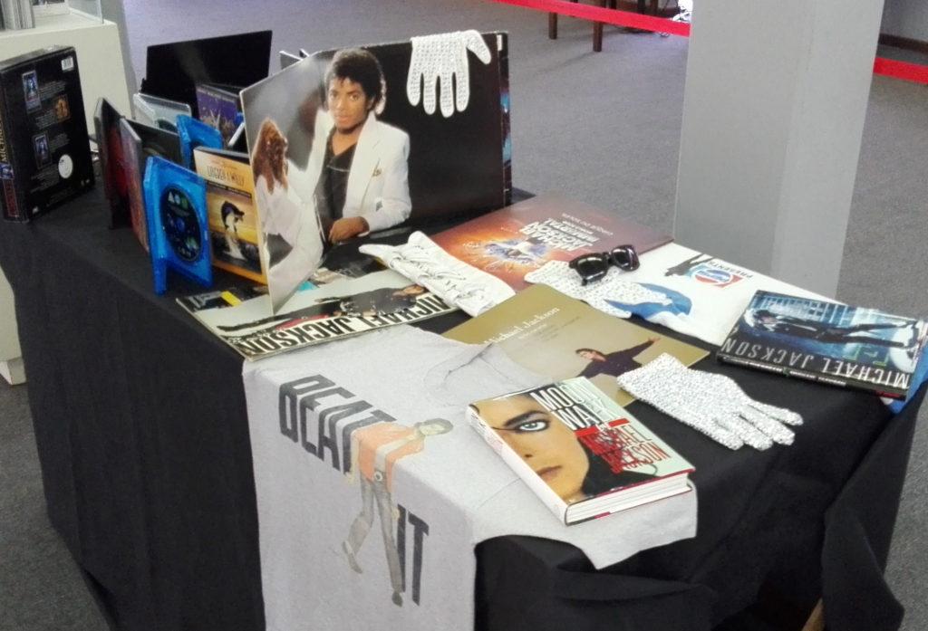 Bolivie: Exposition «L'héritage de Michael Jackson» Exhib19-06-1024x697