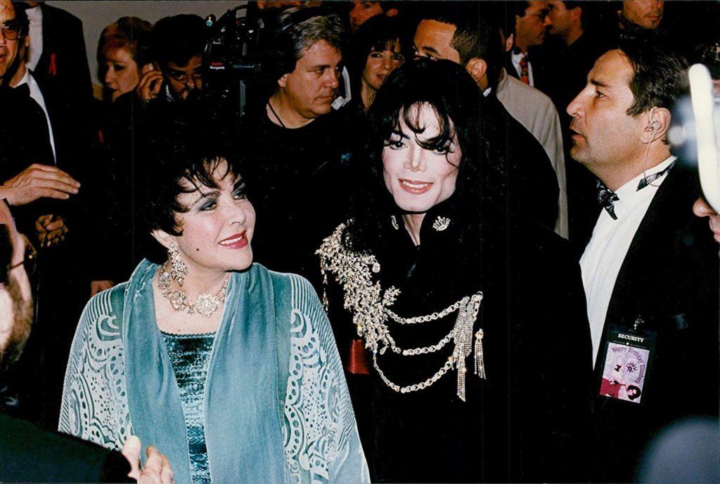 Vente aux enchères de Michael Jackson's Glove et du 50e Festival de Cannes en 1997 Julien-Oct19-01-1024x689