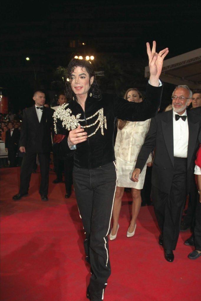 Vente aux enchères de Michael Jackson's Glove et du 50e Festival de Cannes en 1997 Julien-Oct19-02-682x1024